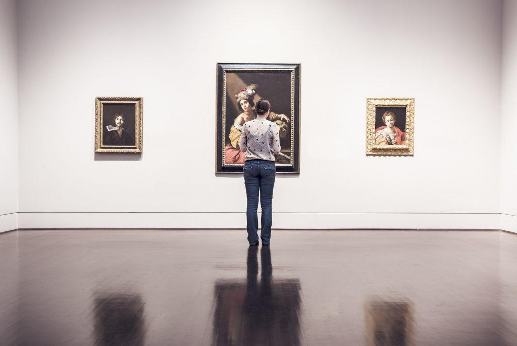 ギャラリーでアート鑑賞