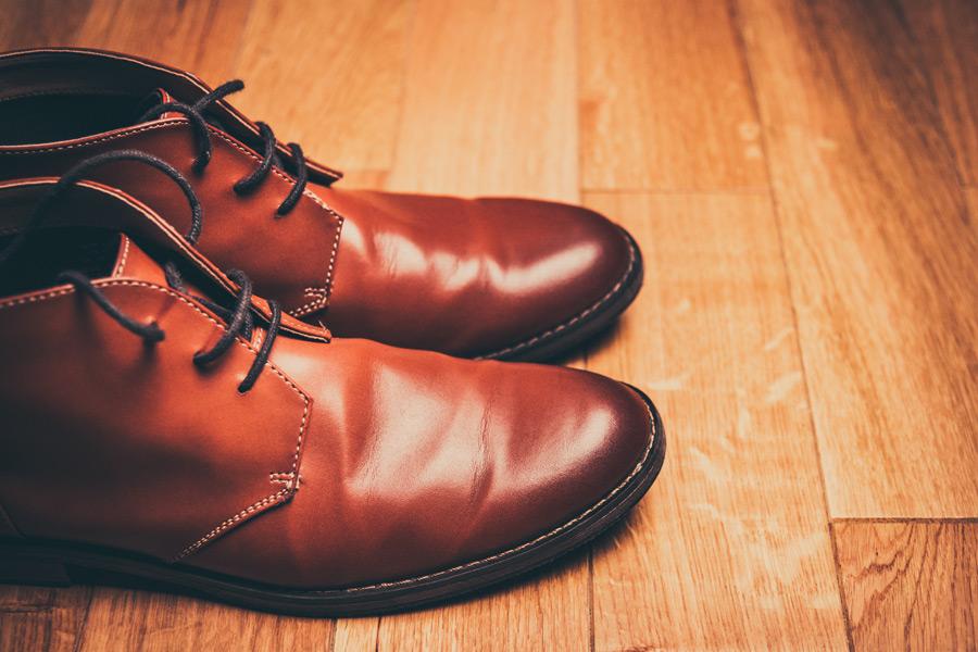置かれた革靴