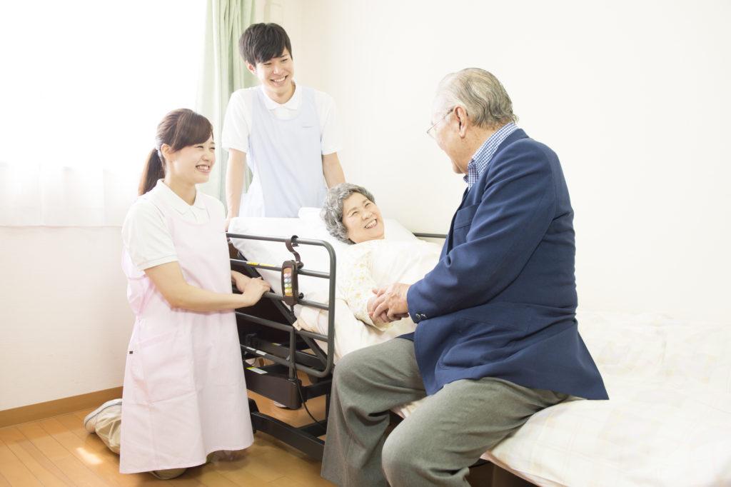 入居者に介護施設の状況を聞く
