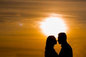 茨城県では1日33組が結婚している