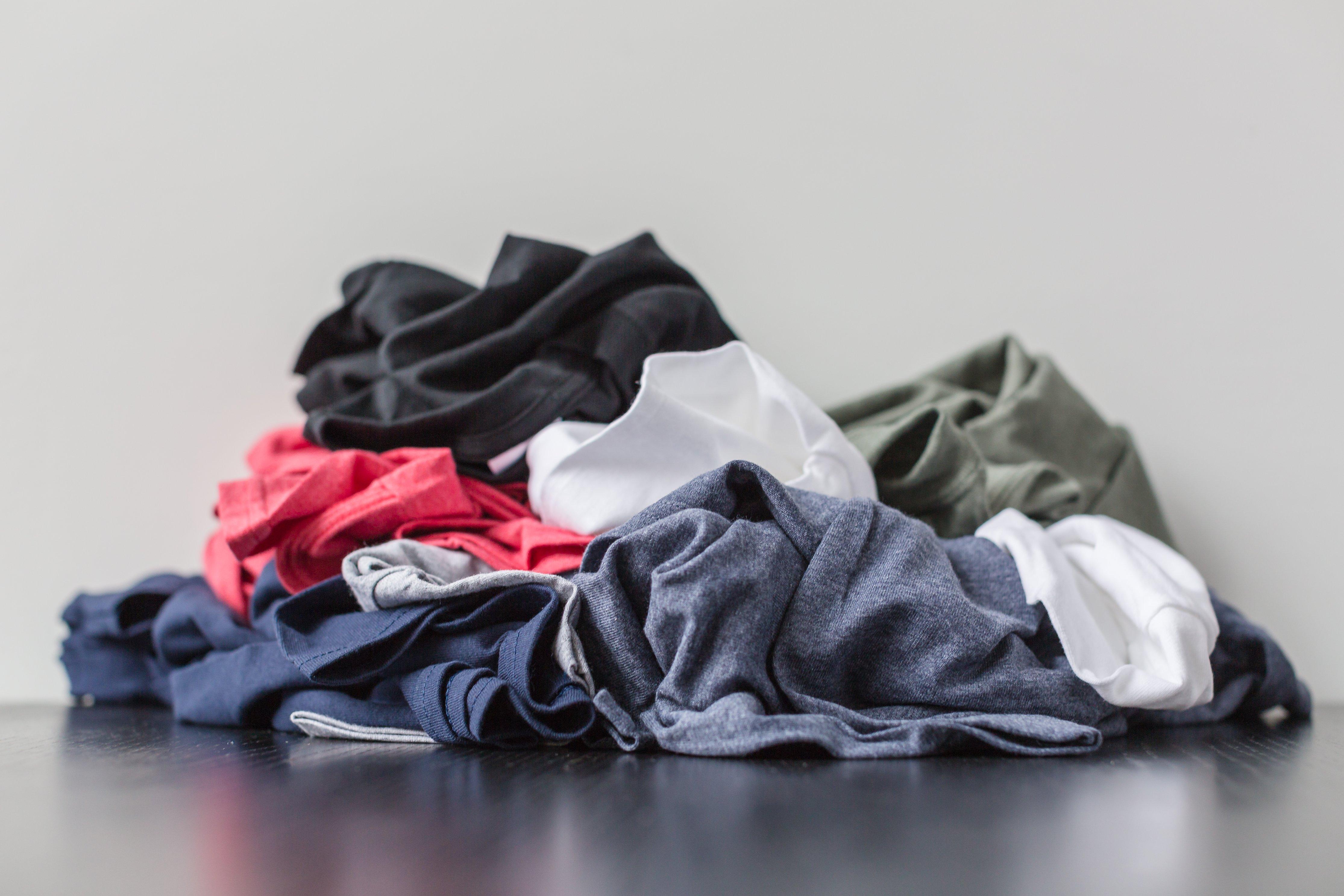 積まれた洗濯物の写真