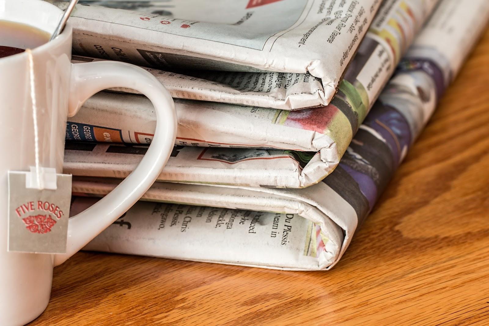 コーヒーと新聞紙